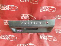Накладка 5-й двери Toyota Gaia SXM10, задняя