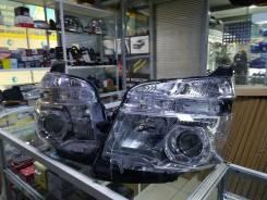 Фара Toyota Voxy 2010-13