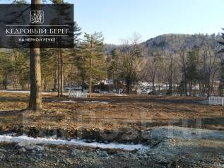 Земля в поселке с вековыми кедрами на берегу Черной речки. 841кв.м., собственность, вода. Фото участка