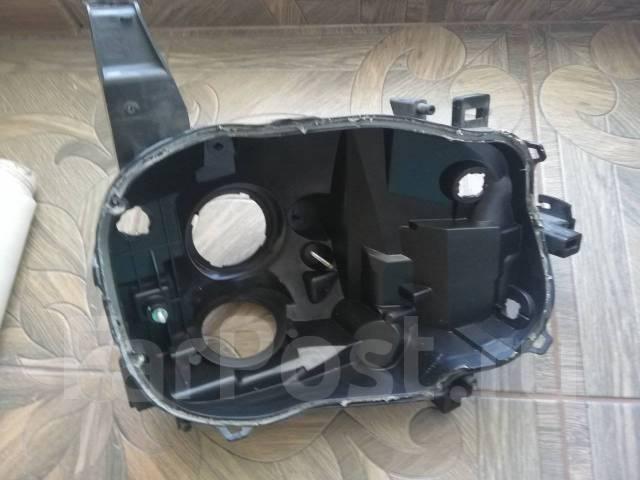 Фара Nissan Cube Z11 ксенон правая