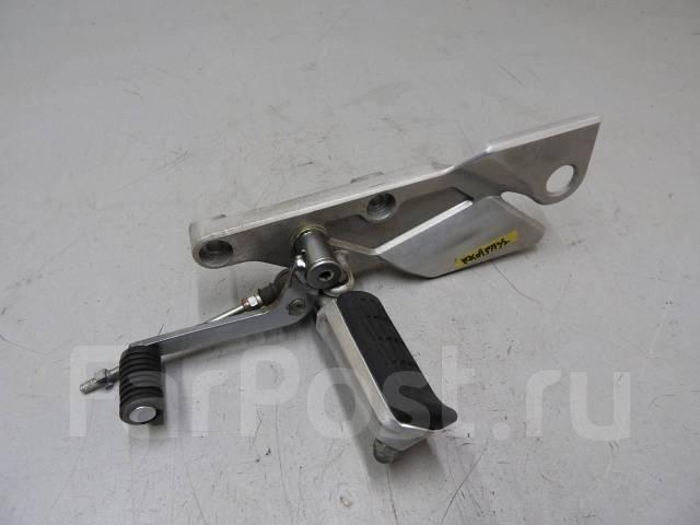 Подножка водительская левая с лапкой кпп Honda CB1300SF SC40 015384