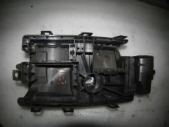 Кронштейн блока предохранителей нижний Opel Insignia 13253551 13253551
