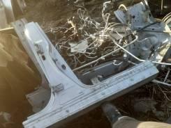 Стойка кузова правая Nissan Tiida Latio 76410ED030
