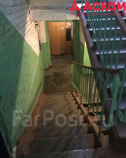 Комната, улица Добровольского 37. Тихая, агентство, 14,0кв.м. Подъезд внутри