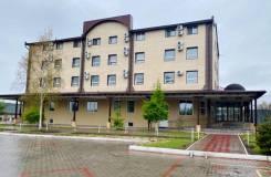 Сдаётся первый этаж здания. Улица Чкалова 1, р-н Кировский, 320,0кв.м., цена указана за квадратный метр в месяц