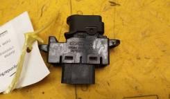 Кнопка стеклоподъемника Hyundai Solaris прав. передн 935801R001
