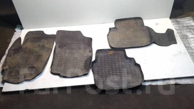 Комплект резиновых ковриков в салон на Сузуки Лиана