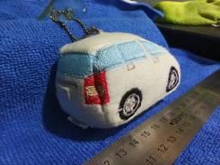 Мягкая игрушка/брелок в виде модельки Toyota Wish