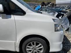 Крыло белое (070) переднее правое Toyota Voxy ZRR75 92000km