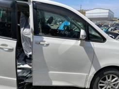 Дверь белая (070) Zs-Kirameki перед право Toyota Voxy ZRR75 92000km