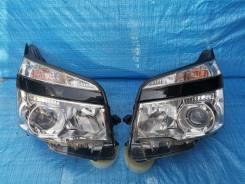 Фары Toyota Voxy 2010-2013 комплект левая и правая
