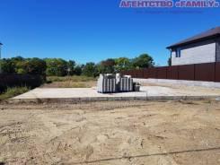 Продается участок 10,5 соток, пос. Новый, фундамент, место отличное!. 1 051кв.м., аренда, электричество, вода. Фото участка